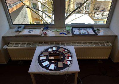 Ausstellungstisch (28.03.2019 - Zertifizierung zur reggio-inspirierten Einrichtung)